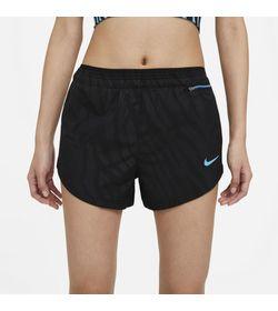 Pantaloneta-nike-para-mujer-W-Nk-Icn-Clsh-Tempo-Luxe-Shrt-para-correr-color-negro.-Frente-Sobre-Modelo