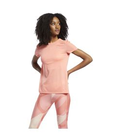 Camiseta-Manga-Corta-reebok-para-mujer-Re-Ss-Tee-para-correr-color-naranja.-Frente-Sobre-Modelo