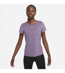 Camiseta-Manga-Corta-nike-para-mujer-W-Nk-One-Df-Ss-Slim-Top-para-entrenamiento-color-morado.-Frente-Sobre-Modelo